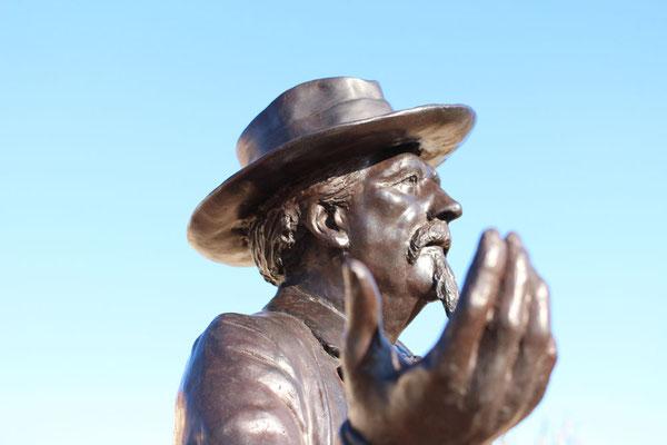 Statue de Frédéric Mistral et les bustes des Félibres à Eyragues, Sculpteur Langloÿs