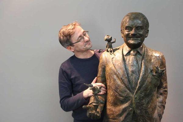 Sculpture-buste-statue-bronze-sulpteur-Langloys-René-Goscinny