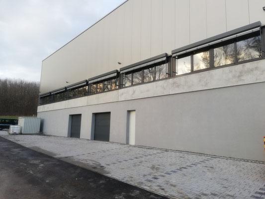 Neubau Produktionshalle in Forchtenberg, Fenster, P/R-Fassade, Fluchttüren, Raffstore, Brandschutz und Eingangselemente
