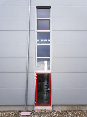 Neubau Produktionshalle in HN-Biberach, Fenster, Fluchttüren und Eingangselemente