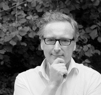 Secretary in general Dr. med. dent. Holger Claas, Witzenhausen, Germany, Mail: dr.claas@iasdent.com