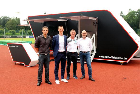 PORSCHE Jugendförderung: Turbo für Talente - Das PORSCHE Coaching-Mobil