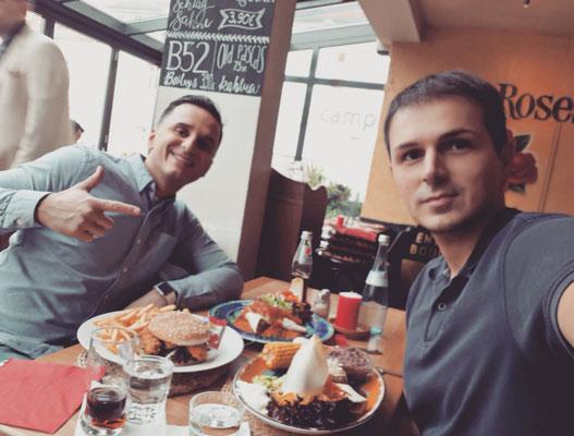 beim Mitagessen mit Star Comedian Özcan Cosar
