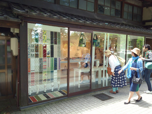 広坂通りのアート系のショップ。
