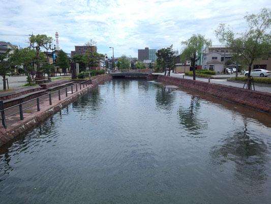 七尾湾に流れ込む御祓川(みそぎがわ)。七尾の地域づくりのシンボルです。