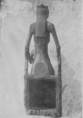 La Vierge Noire de Rocamadour de dos