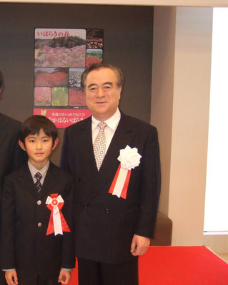 山本大河、橋本昌茨城県知事と、茨城県知事賞受賞式にて