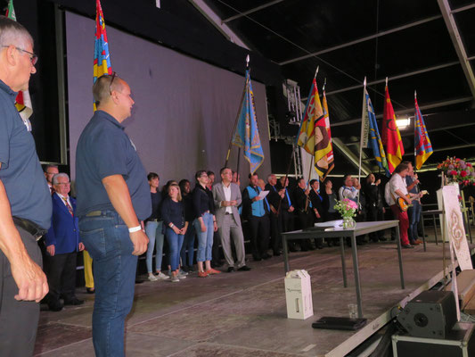 Bei der Prädikatübergabe im Festzelt