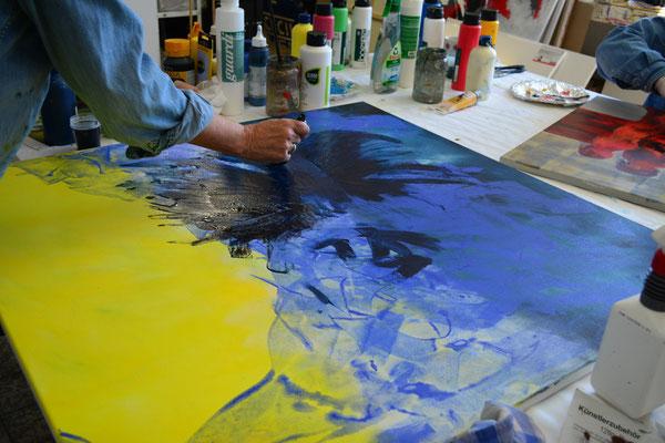 Mehrere übereinander mit dem Colour Shaper aufgetragene Farbschichten