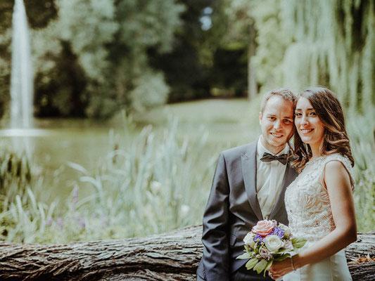 Hochzeitsbilder im Stadtpark Regensburg  fotografiert von Das Fotoatelier Regensburg - Fotograf Regensburg