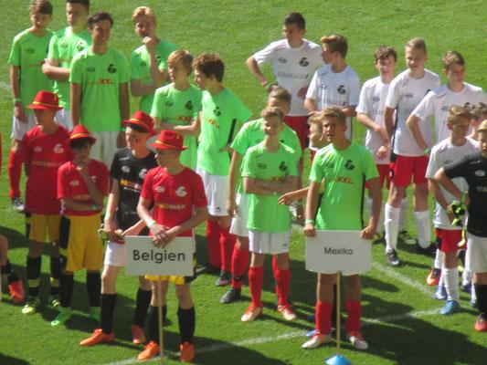 SZ WM im DDV Stadion unsere C-Junioren sind die Mannschaft von Mexiko
