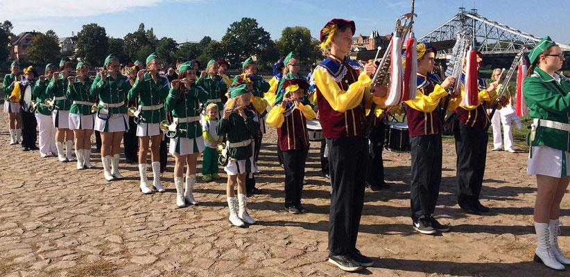 Mädchenspielmannszug zur 700 Jahrfeier Loschwitz 2015