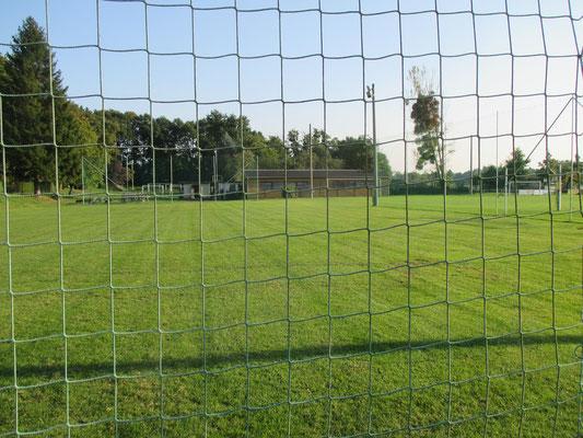 Kinderfußballtrainingsplatz mit Flutlicht 09.2016