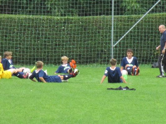 Soccer-Feriencamp mit Dieter Riedel(Dynamo Dresden) auf dem Kindertrainingsplatz