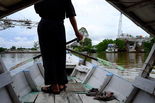 Bootsfähre auf dem Sungai Sarawak Fluss
