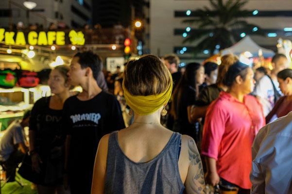 Wir suchten vergeblich nach Essen und Straßenständen und plötzlich waren sie vor uns!! Hallo Nachtmarkt