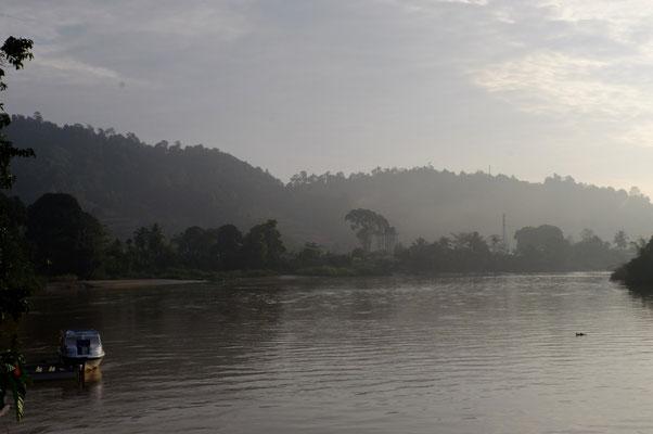 mit morgendlichen Blick auf den Fluss