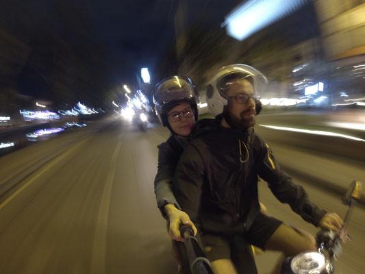 Wir werden langsam zu Profis, was das Fahren mit dem Roller in Asien betrifft ;-)