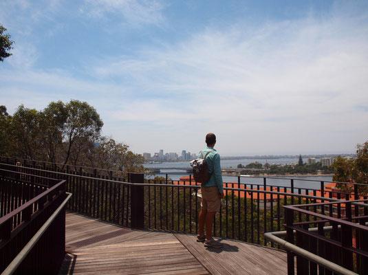 Kings Park mit Blick auf die Skyline von Perth