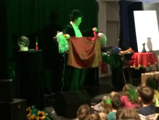 Spectacle de magie- magicien pour enfants- spectacle jeune-public- Tours- Indre et Loire