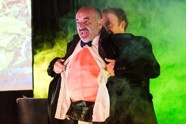 StephenLucy-magicien-Tours-37-RégionCentre-spectacledemagie-spectaclepourenfant-close-up-cabaret-magicienprofessionnel-mariage-arbredeNoël-lévitation-public