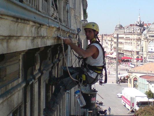 reprise de pierre en hauteur cordiste Hérault