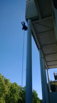 Peinture en hauteur Montpellier artisan cordiste acrobate du bâtiment