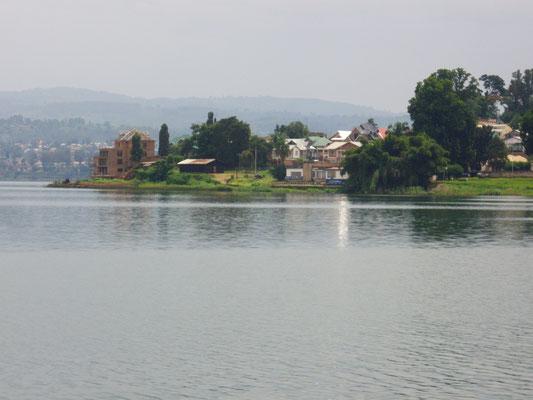 La Città di BUKAVU sulla sponda Sud del lago Kivu
