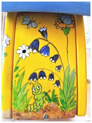 Vlinderhuisje, geel nestkastje, blauw dak, uniek vogelhuisje