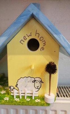 Nestkast en Voederhuisje NEW HOME met schaap, voorkant