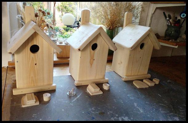 nestkastjes van hout in de maak