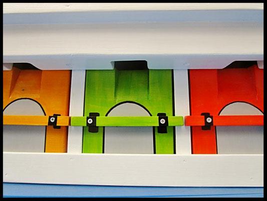 Nestkastje mussen, Houten Nestkastje de Mussen-Kolonie, Details, bouwen, deuren in kleur, Mussenflat