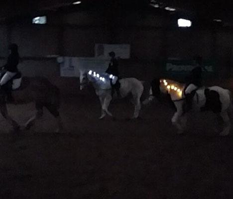 Pferde und Reiter sorgen für eine besinnliche Stimmung
