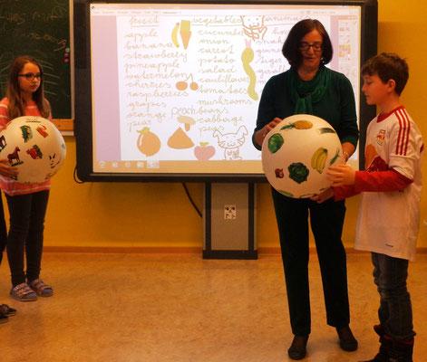 """Spielerisch Englisch lernen - mit dem """"talking ball""""."""