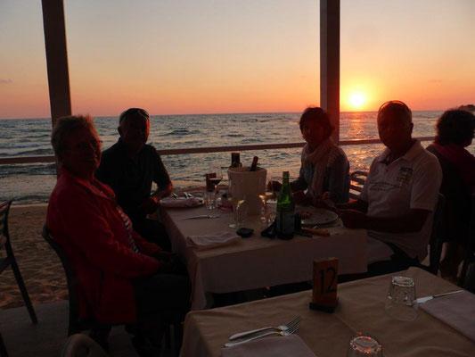 Sonnenuntergang beim Pizzaessen in Punta Secca