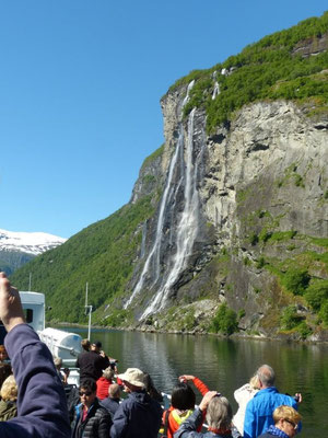 """unterwegs auf dem Geirangerfjord- Wasserfall """"Sieben Schwestern"""""""