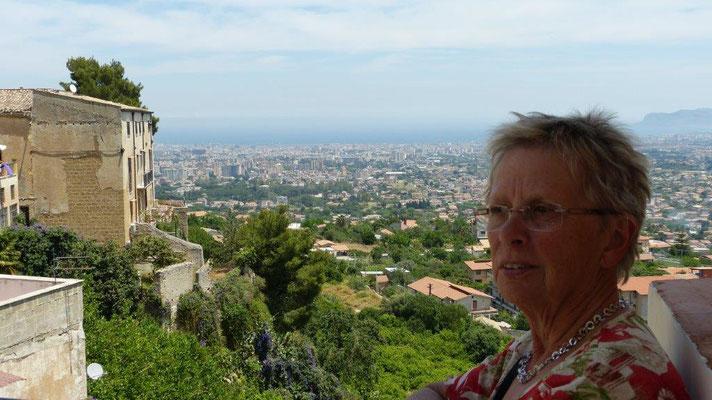 Blick vom Domplatz Monreale auf Palermo