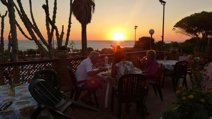 bei Sonnenuntergang am CP-Restaurant