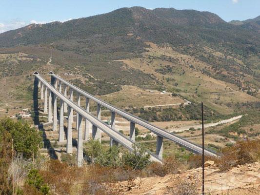 Blick auf die Autobahn Palermo-Messina
