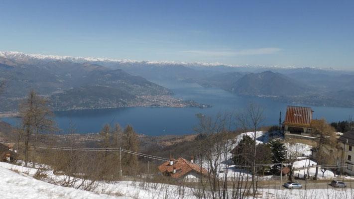 Panorama-Blick vom Mottarone auf den Lago Maggiore