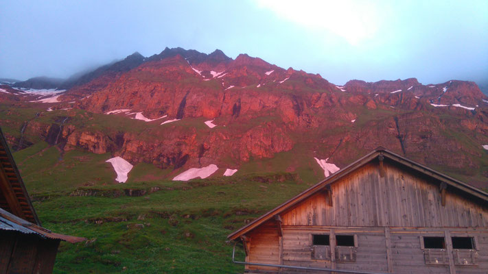 Abendrot mit Hütte im Oberberg