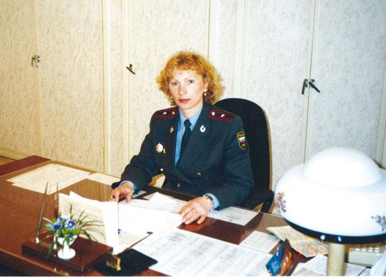 Т. А. Косицына — начальник паспортно-визовой службы РУВД Пушкинского района. 1999 г.