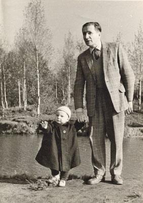 В. А . К озлов с сыном Андреем. Ленинград. 1962 г.