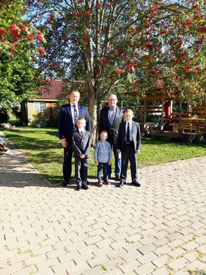 Александр Юрьевич с отцом и сыновьями