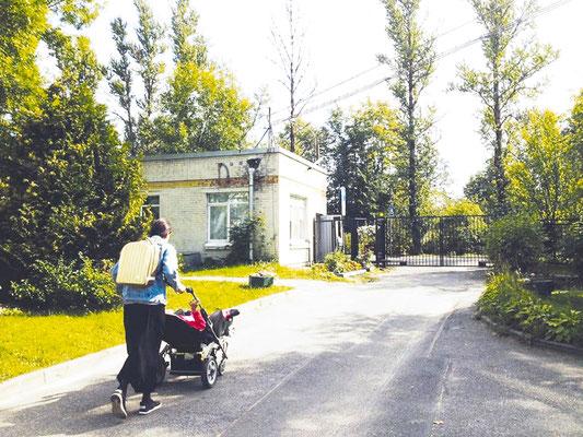 Анна и Даша — теперь вместе. На пути из Детского дома-интерната в Павловске