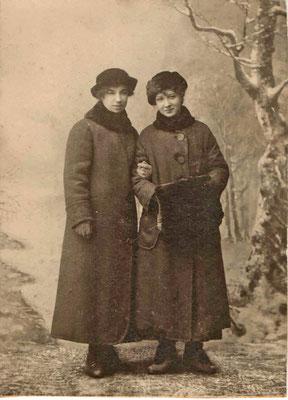 Проживавшая в этом доме Надежда Кудрявская с подругой Елизаветой были воспитанницами Мариинской женской гимназии