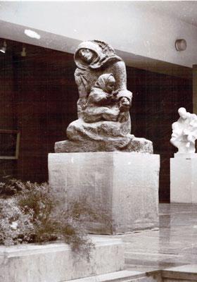 Скульптура Клавдии Терентьевой «Блокадный хлеб» на выставке в ЦВЗ «Манеж»