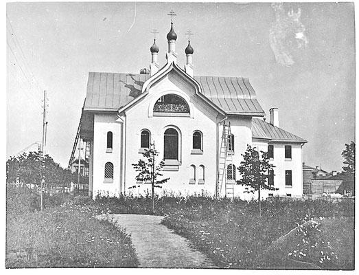 Каменный сестринский корпус Общины сестер милосердия Красногот Креста с церковью