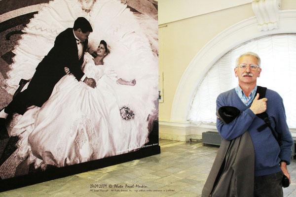 Харис Шахмаметьев на фотовыставке в Центральном выставочном зале «Манеж». Фото Павла Маркина. 2009 г.
