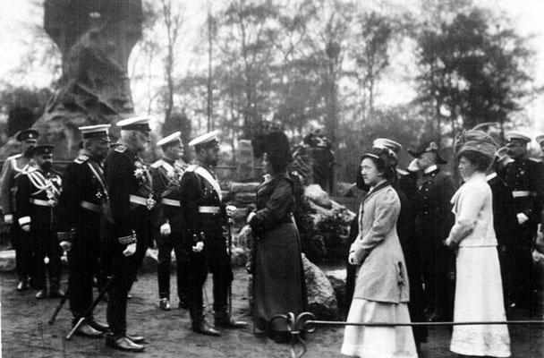 Николай II на открытии памятника «Стерегущему» в Петербурге 10 мая 1911 г. Фотография фирмы «К. Е. фон Ган и К° »